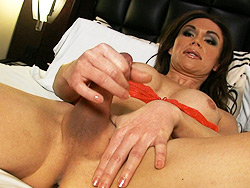 Brooke Exciting tgirl jerking off her juicy cock in bed.