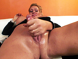 Mandi. Mandi Playing With The Oiled cock