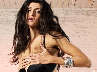 Amanda alves. Seductive brunette Amanda playing with herself
