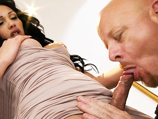 Holly harlow and tom. Tiny Holly gets blowed and make love rough